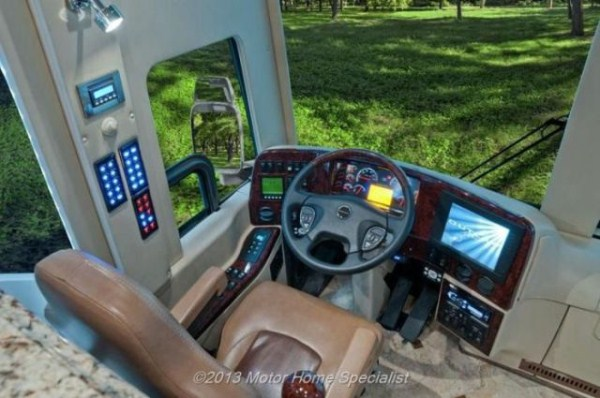 a motorhome that is pure luxury on wheels 640 33 Pure Luxury on Wheels (59 photos)