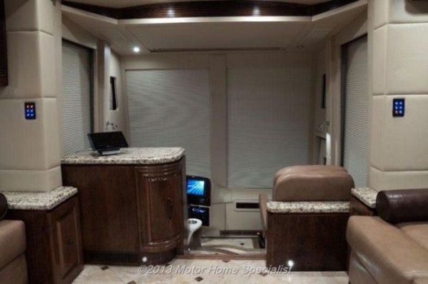 a motorhome that is pure luxury on wheels 640 36 Pure Luxury on Wheels (59 photos)