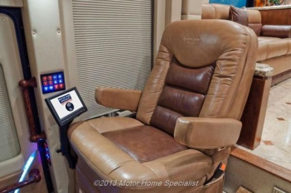 a motorhome that is pure luxury on wheels 640 37 Pure Luxury on Wheels (59 photos)