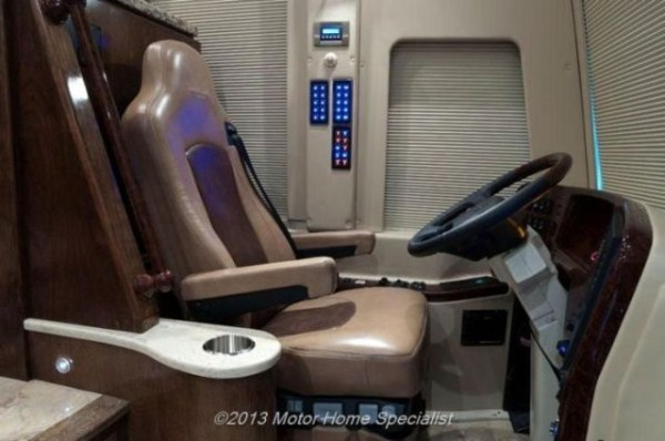 a motorhome that is pure luxury on wheels 640 38 Pure Luxury on Wheels (59 photos)