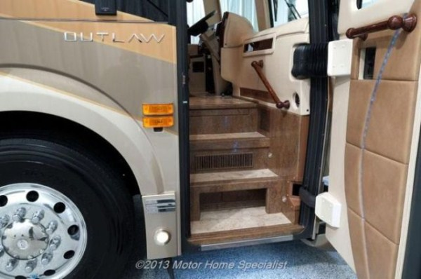 a motorhome that is pure luxury on wheels 640 39 Pure Luxury on Wheels (59 photos)
