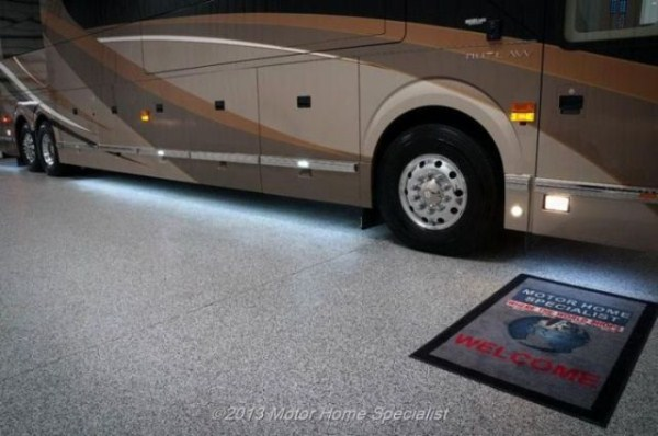 a motorhome that is pure luxury on wheels 640 54 Pure Luxury on Wheels (59 photos)