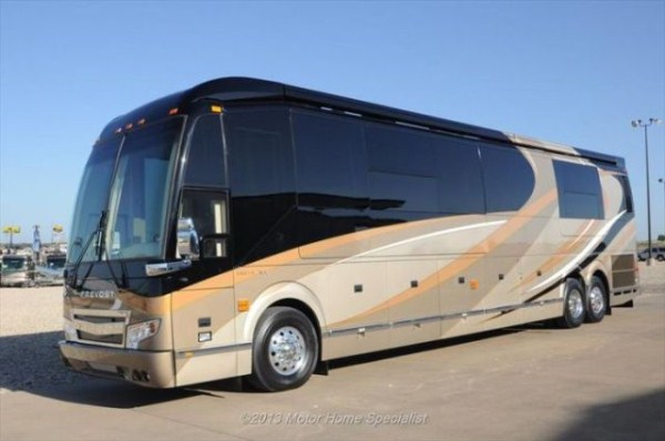 a motorhome that is pure luxury on wheels 640 59 Pure Luxury on Wheels (59 photos)