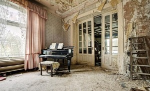 Inside Doctor's Abandoned Mansion (18 photos) 1