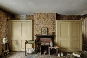Inside Doctor's Abandoned Mansion (18 photos) 11
