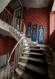 Inside Doctor's Abandoned Mansion (18 photos) 12
