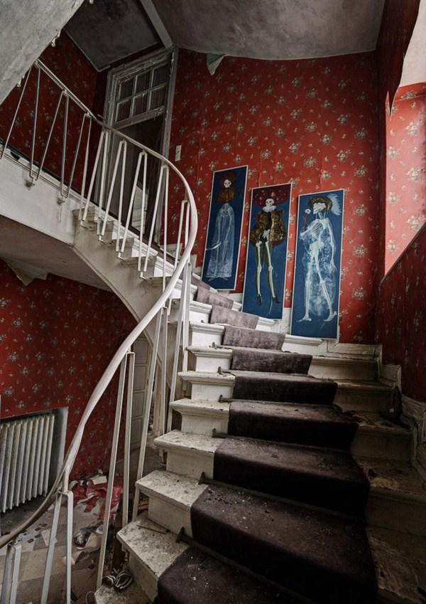 doctors abandoned mansion (12)