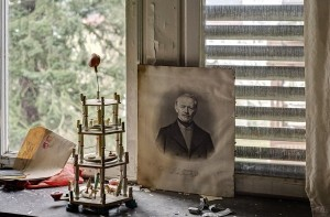 Inside Doctor's Abandoned Mansion (18 photos) 4