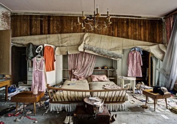 doctors abandoned mansion (5)