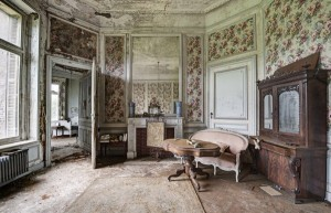 Inside Doctor's Abandoned Mansion (18 photos) 6