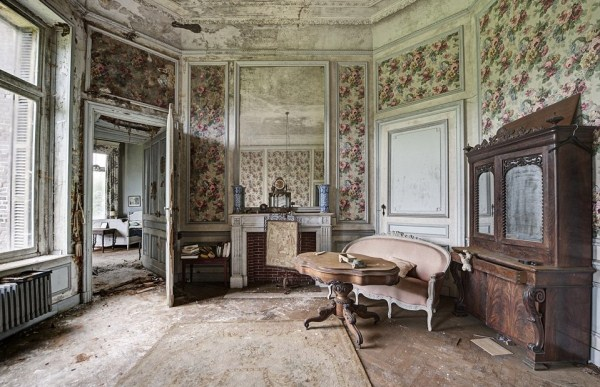 doctors abandoned mansion (6)