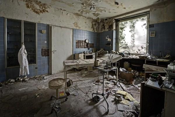 doctors abandoned mansion (7)