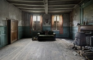Inside Doctor's Abandoned Mansion (18 photos) 8