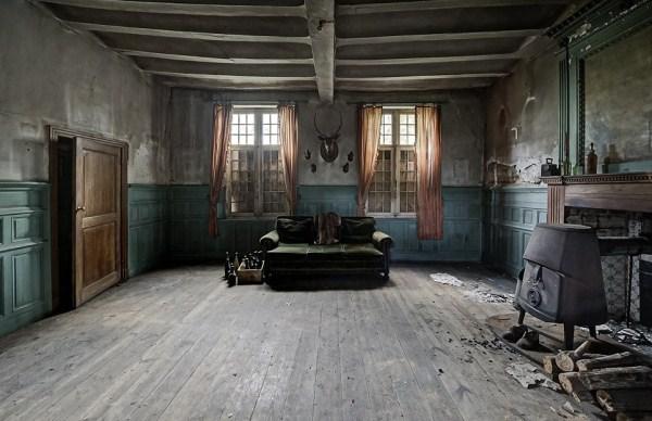 doctors abandoned mansion (8)