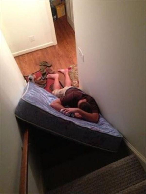 people-sleeping-everywhere (23)