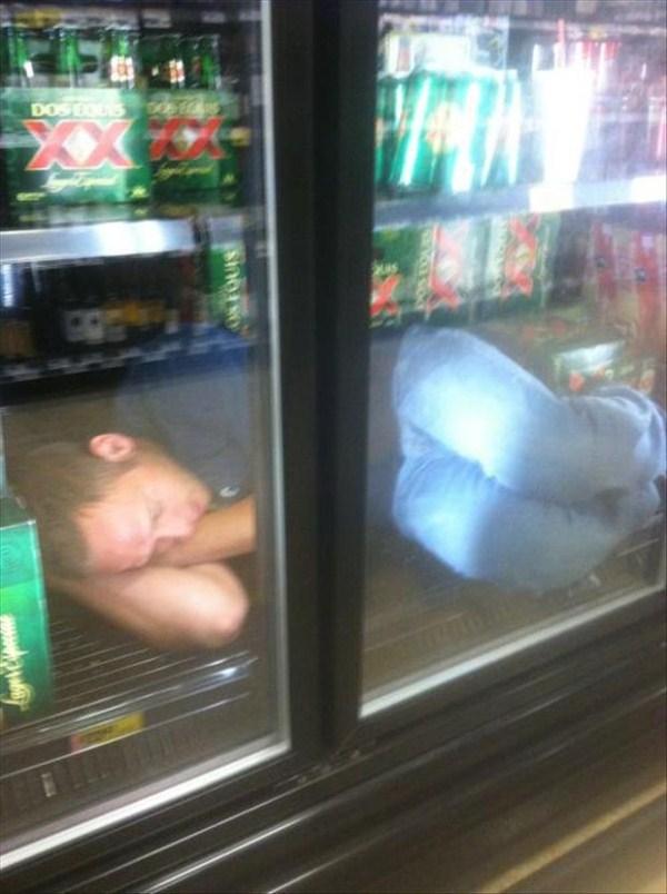 people-sleeping-everywhere (3)