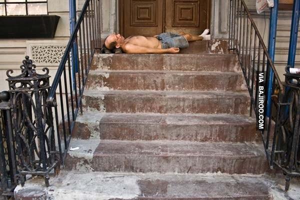 people-sleeping-everywhere (34)