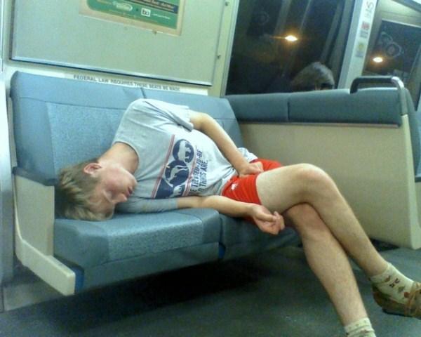 people-sleeping-everywhere (44)