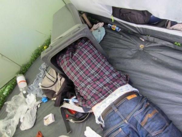 people-sleeping-everywhere (63)