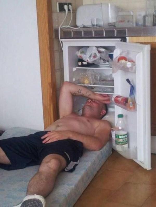 people-sleeping-everywhere (64)