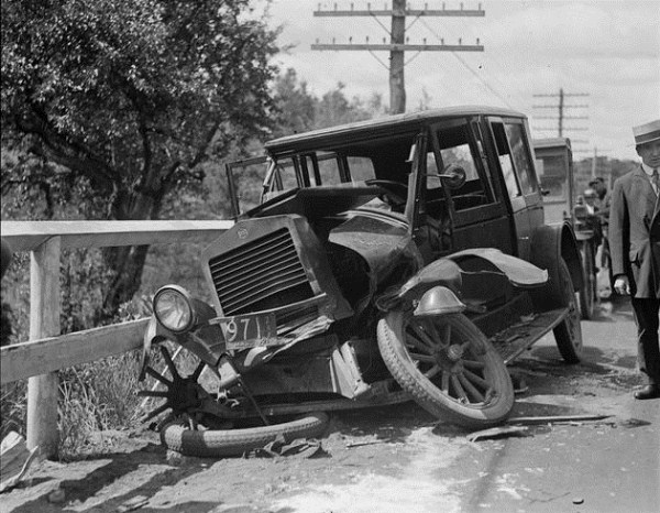 vintage car accidents 1 Old Photos of Car Accidents (51 photos)