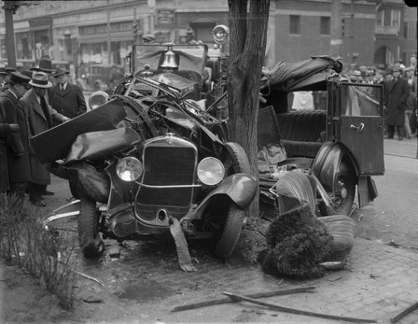vintage car accidents 121 Old Photos of Car Accidents (51 photos)