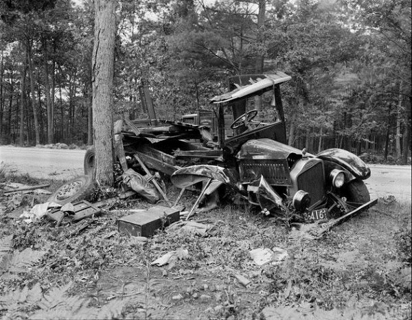 vintage car accidents 141 Old Photos of Car Accidents (51 photos)