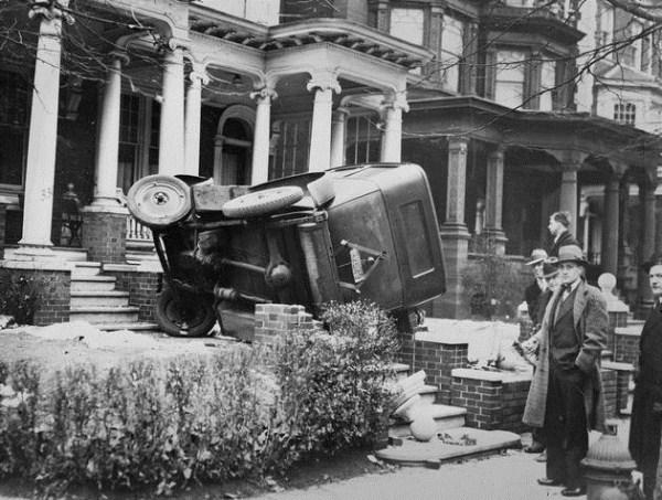vintage car accidents 2 pictures