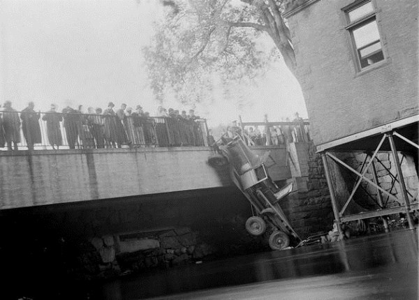 vintage car accidents 201 Old Photos of Car Accidents (51 photos)