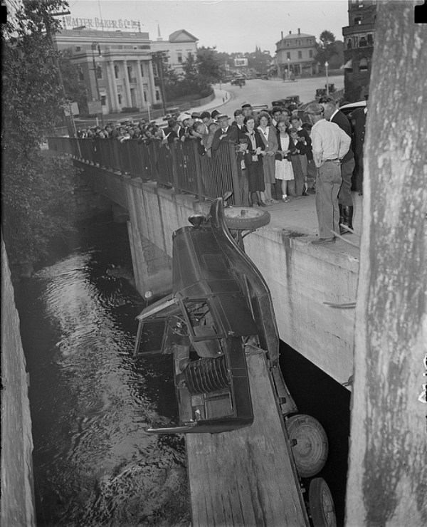 vintage car accidents 241 Old Photos of Car Accidents (51 photos)