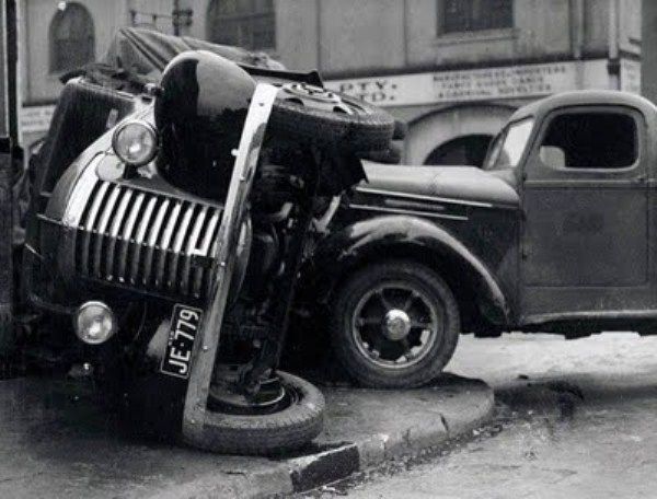 vintage car accidents 261 Old Photos of Car Accidents (51 photos)