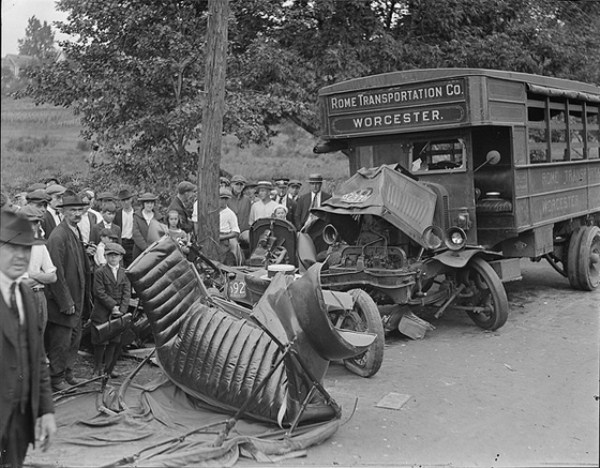 vintage car accidents 271 Old Photos of Car Accidents (51 photos)