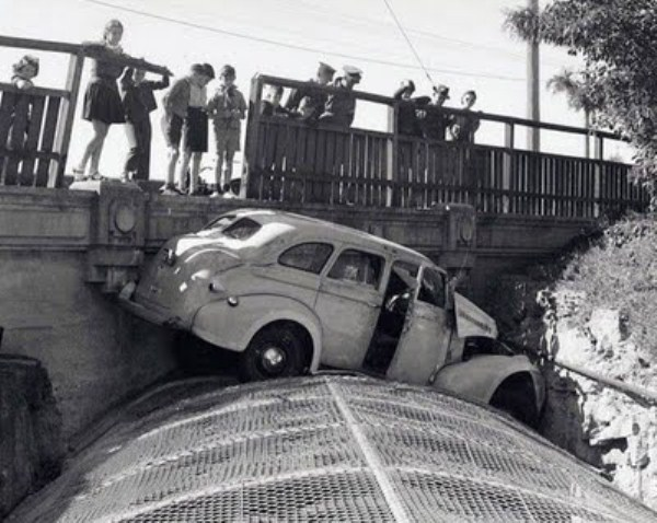vintage car accidents 311 Old Photos of Car Accidents (51 photos)