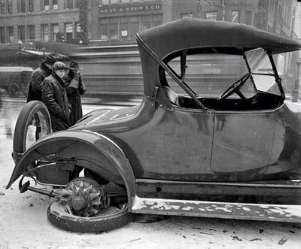 vintage car accidents 321 Old Photos of Car Accidents (51 photos)