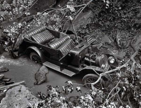 vintage-car-accidents (33)