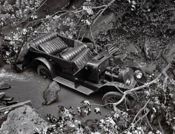 vintage car accidents 331