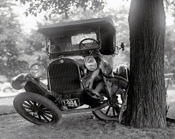 vintage car accidents 341 Old Photos of Car Accidents (51 photos)