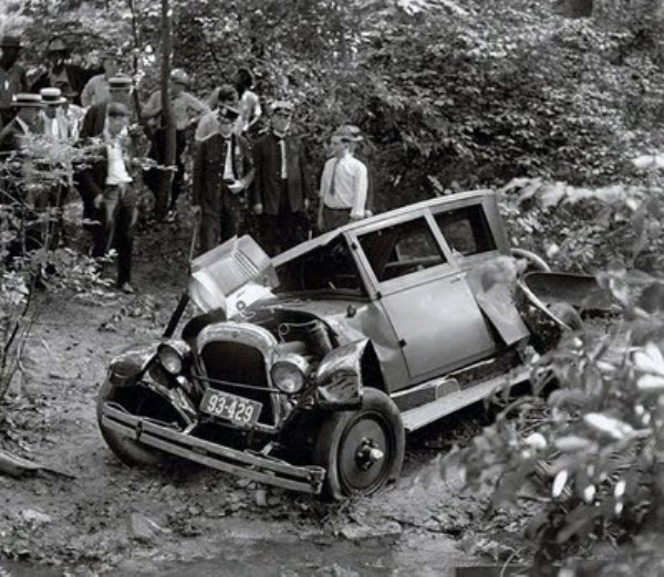 vintage car accidents 35 renamed 29651 Old Photos of Car Accidents (51 photos)