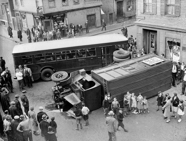 vintage car accidents 361 Old Photos of Car Accidents (51 photos)