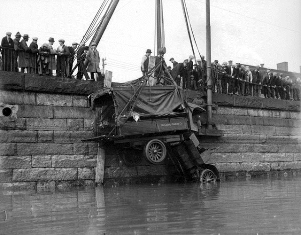 vintage car accidents 371 Old Photos of Car Accidents (51 photos)