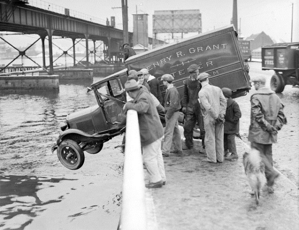 vintage car accidents 381 Old Photos of Car Accidents (51 photos)