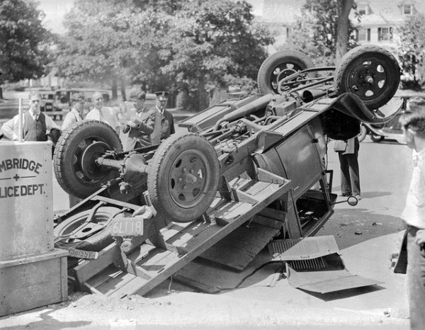 vintage car accidents 391 Old Photos of Car Accidents (51 photos)