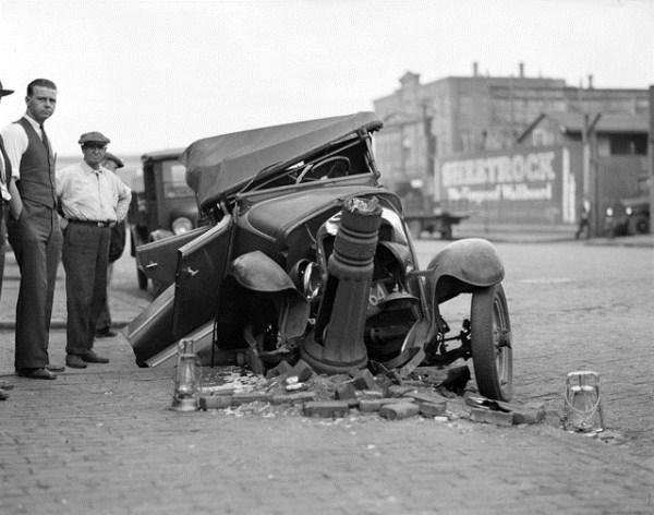 vintage car accidents 411 Old Photos of Car Accidents (51 photos)