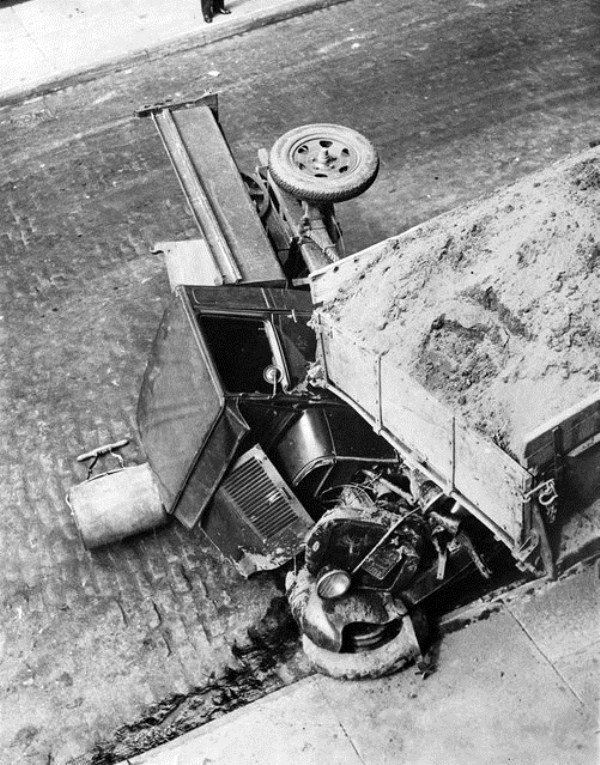 vintage car accidents 431 Old Photos of Car Accidents (51 photos)