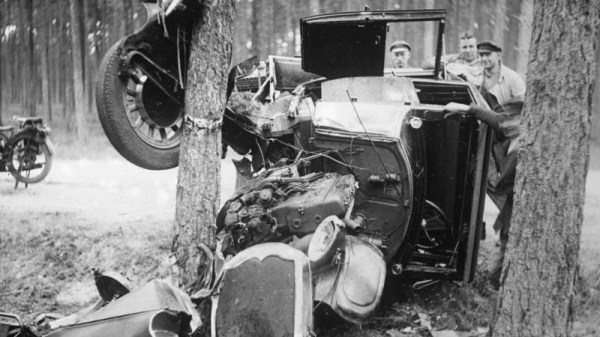 vintage car accidents 501 Old Photos of Car Accidents (51 photos)