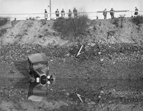 vintage car accidents 71 Old Photos of Car Accidents (51 photos)