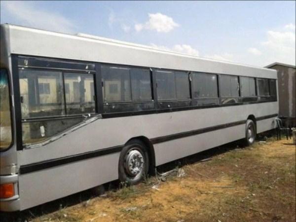 women_turn_a_scrapyard_bus_into_a_stylish_home_02_1