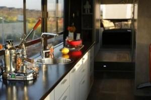 Women Turn an Old Bus into a Nice Home (20 photos) 9
