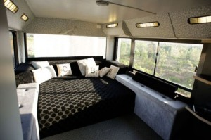 Women Turn an Old Bus into a Nice Home (20 photos) 18