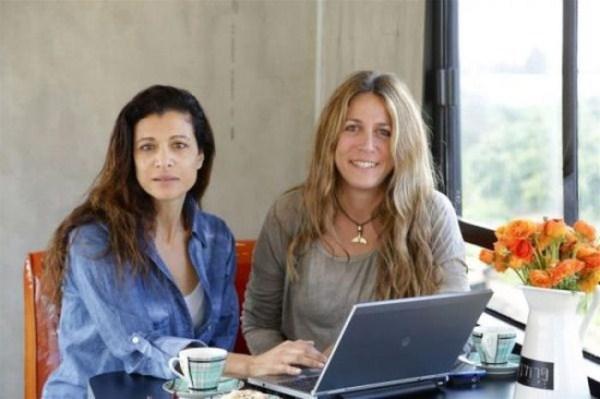 women_turn_a_scrapyard_bus_into_a_stylish_home_20_1